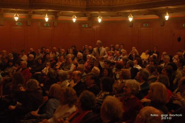 l-assassino-e-in-teatrosipario-amico2010001