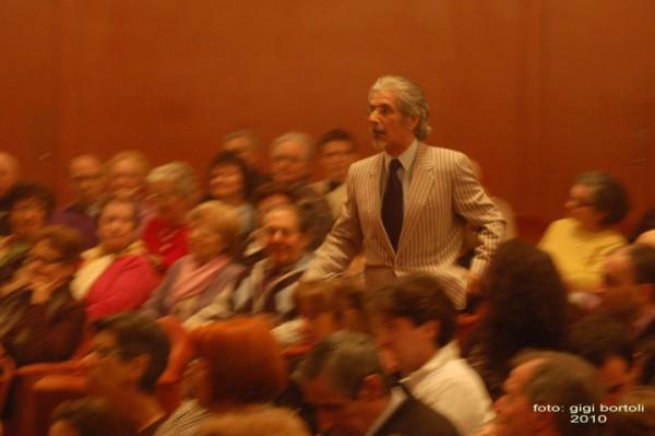 l-assassino-e-in-teatrosipario-amico2010002