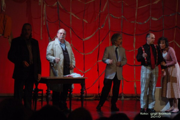 l-assassino-e-in-teatrosipario-amico2010009