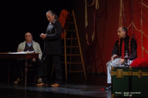 l-assassino-e-in-teatrosipario-amico2010011