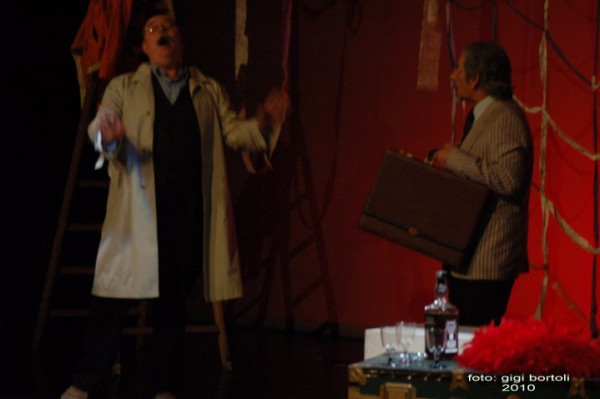 l-assassino-e-in-teatrosipario-amico2010014